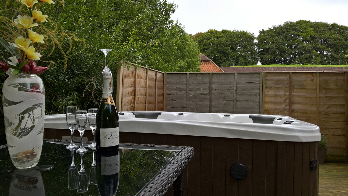 Hot Tub Lambourn House, Holiday Accommodation, Functions, Events & Corporate, Lambourn, Berkshire, UK